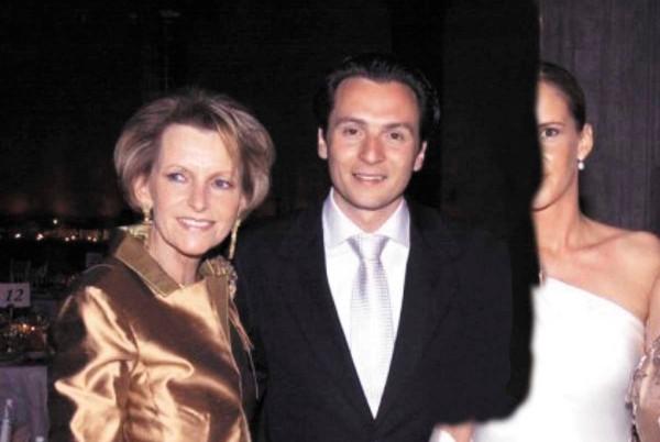 LIBRE. Gilda Margarita Austin fue detenida en Alemania. En la imagen, con su hijo Emilio Lozoya. Foto: Especial.
