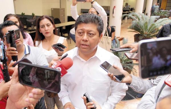 """DENUNCIA. Rubén Cayetano dijo que los diputados incurrieron en """"desacato de sus obligaciones"""". Foto: Carlos Navarrete."""