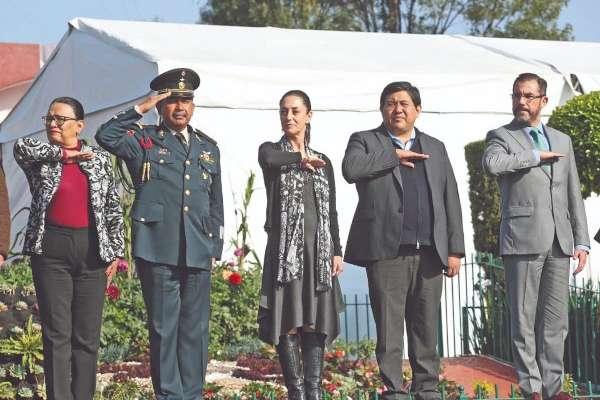 AL SUR. Claudia Sheinbaum, acompañada de Rosa Icela Rodríguez, acudió a Xochimilco. Foto: Especial.