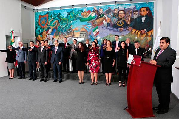 oma_Barbosa_protesta-_gabinete_Puebla