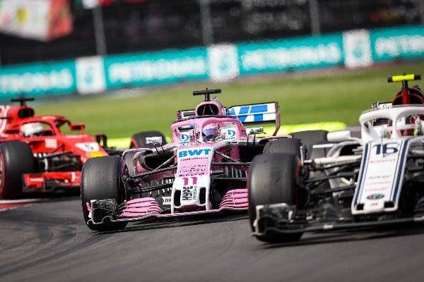 Patricia Cruz, rompe estereotipos en el mundo de las carreras siendo oficial de pista del Autódromo Hermanos Rodríguez