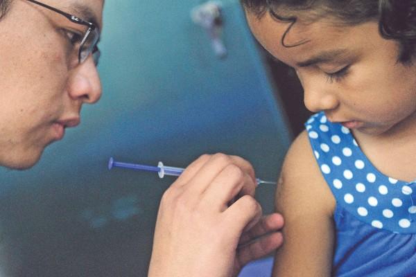 Episodios de tos severa prolongada o con sangre, sudores y fatiga, son sus síntomas. Foto: CUARTOSCURO