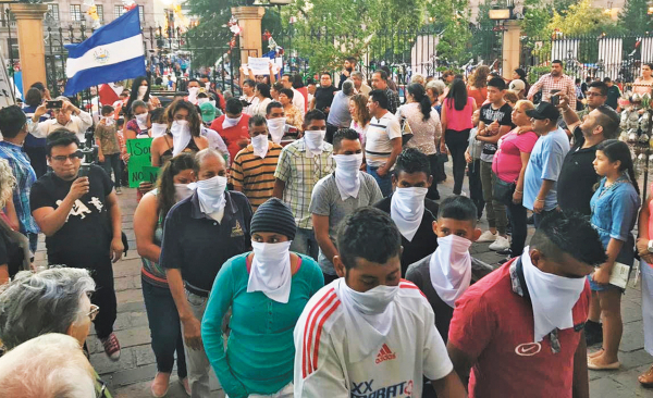 Presencia. Los centroamericanos llegaron a la misa de migrantes que se celebra cada año. Foto: Alejandro Montenegro