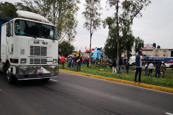 Muere-conductor-pipa-volcada-San-Salvador-Atenco