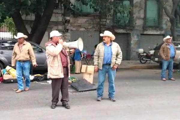 Protesta-exbraceros-Segob-CDMX-pensiones-AMLO