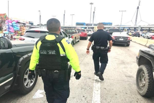 Policía detiene a 26 en Línea Internacional