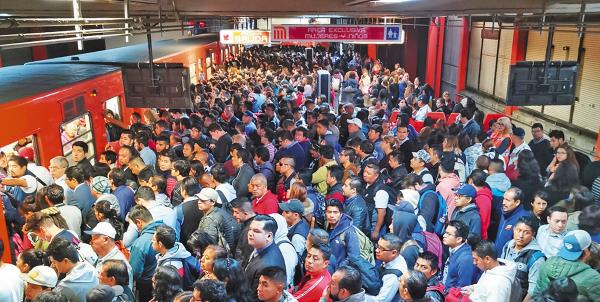 Caos. El Rosario fue una de las estaciones más complicadas. Foto: Especial
