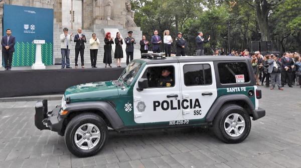 Vigilancia. La ceremonia de entrega de patrullas se realizó en el parque de La Bombilla. Foto: Pablo Salazar