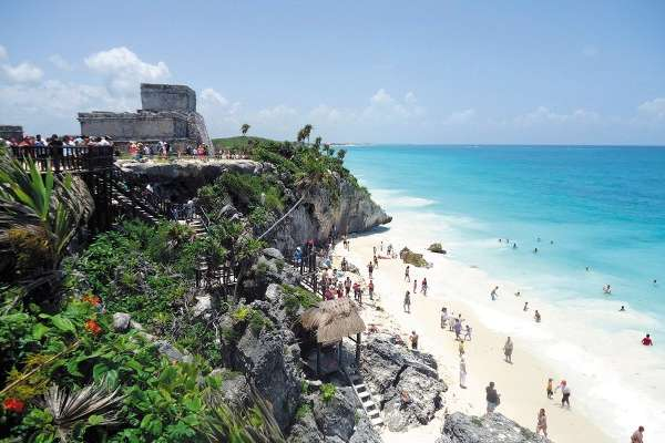 El programa considera el desarrollo de infraestructura para comunicar los diversos destinos de playa del país. Foto: Cuartoscuro