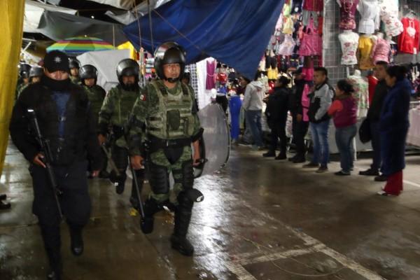Tianguis en Texmelucan es custodiado por la Guardi Nacional
