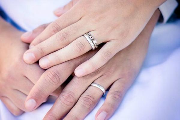 La joya te dice exactamente la ubicación de tu pareja, pero no termina ahí. Además, te llegará una notificación en caso de que se quite el anillo. Foto: Especial.