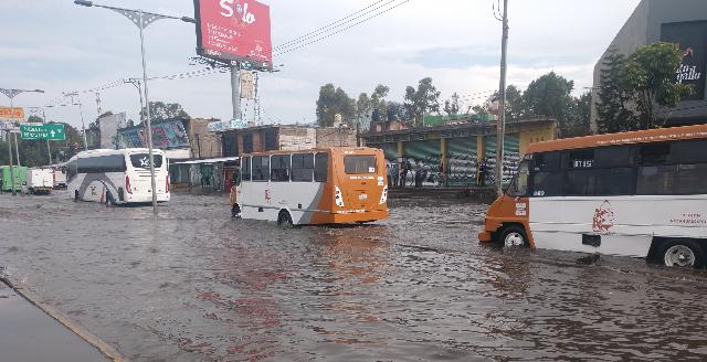 Calles de Zaragoza durante una inundación. FOTO: Cuartoscuro.