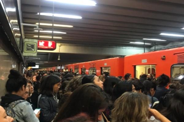 El Metro indicó que el tiempo de espera es de 8 minutos. Foto: @trancegirlarmin