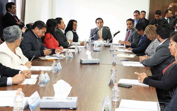 COORDINACIÓN. En la sesión de cabildo, el Colegio de Abogados agradeció al alcalde. Foto: Especial.