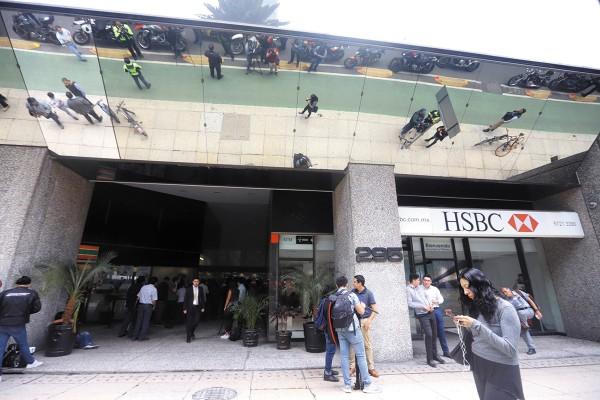 CONCURRIDO. En Reforma 295 hay oficinas de bancos, del INE y una tienda de conveniencia. Foto:  Víctor Gahbler