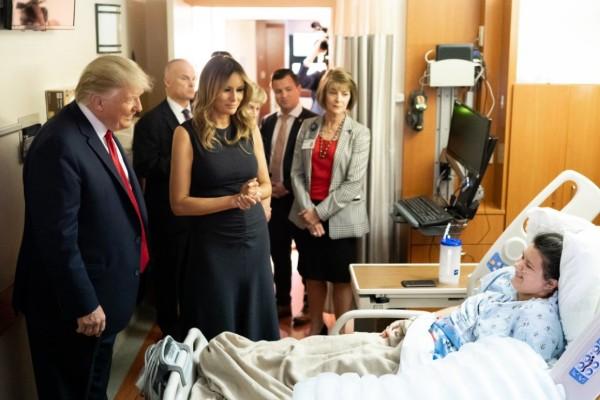 Donald Trump visita heridos Dayton