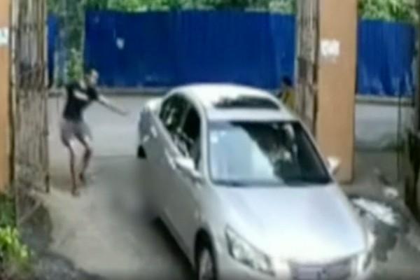 Auto atropella a niña en China