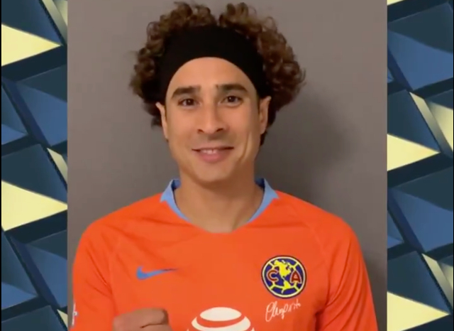 Guillermo Ochoa posa con la playera americanista. FOTO: Especial.