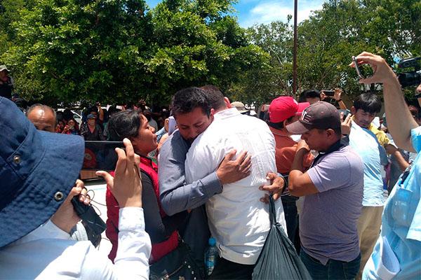 Liberan_policías_luego_20días_detención_Chiapas_FNLS