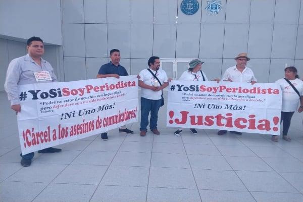 El colectivo #YoSíSoyPeriodista marchó esta noche en Tijuana. Foto: Atahualpa Garibay