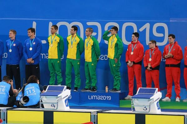 Los medallistas Gabriel Castaño, Daniel Ramírez, Jorge Iga y Long Gutiérrez Feng, hicieron un tiempo de 3:17:70 Foto: Especial.