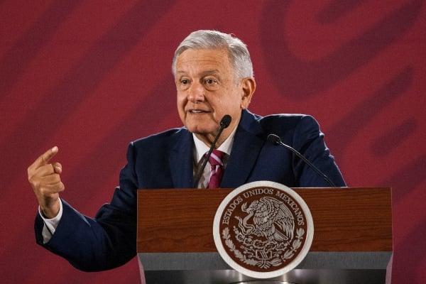 """Frente a médicos y enfermeras del hospital rural de este municipio, López Obrador criticó los """"paros"""" y cierre de caminos de las organizaciones campesinas. Foto: Cuartoscuro"""