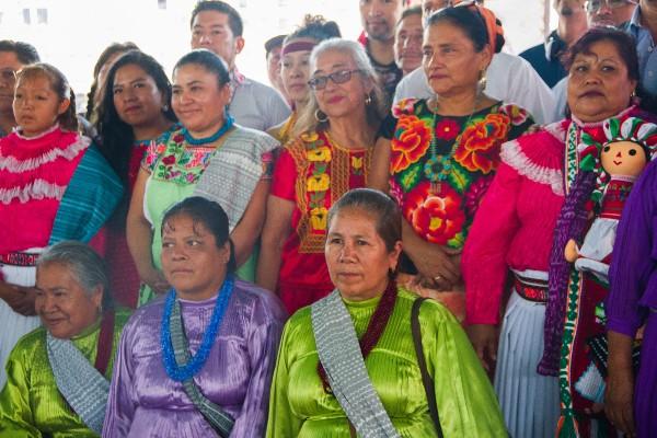 Excelente que se reconozcan las creaciones indígenas en los principales aparadores, pero siempre de la mano de sus creadores y sin ellos nunca: Alejandra Frausto Guerrero
