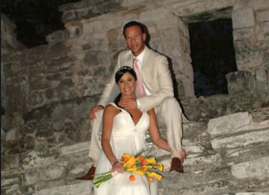 Los padrino del enlace matrimonial fueron nada más y nada menos que el entonces presidente de México Felipe Calderón y su esposa Margarita Zavala. Foto: Especial.