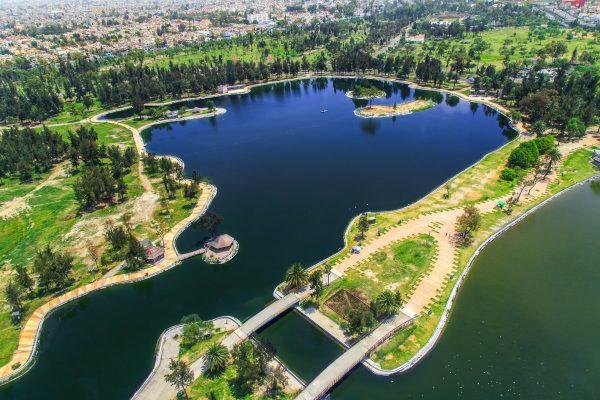 ESPEJO. El lago del bosque será depurado y alimentado con aguas tratadas. Foto: Especial.