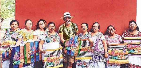 BOLSA. Christian Louboutin colaboró con artesanas mayas. Foto: Especial