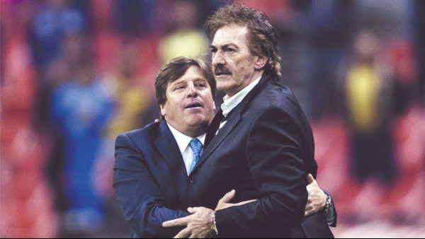 VÍNCULO. Ambos coincidieron en el Atlante: uno fue DT, y el otro, jugador. Foto: Especial