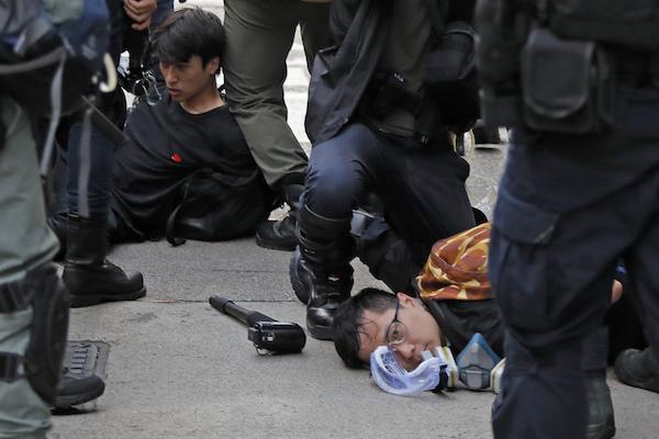 Hong Kong Protestas detenidos gas lacrimógeno