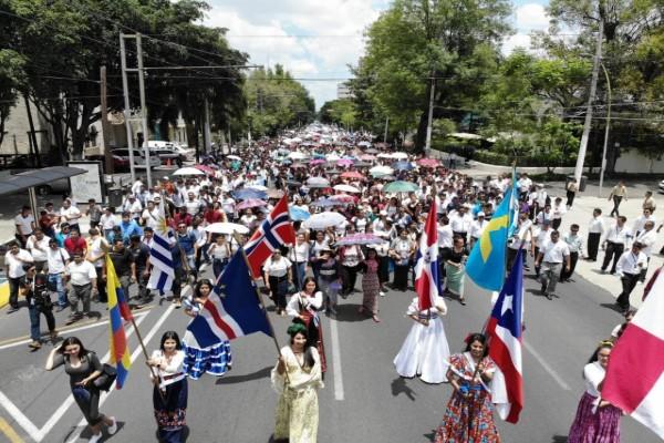 LA Iglesia La Luz del Mundo celebra gran caminata