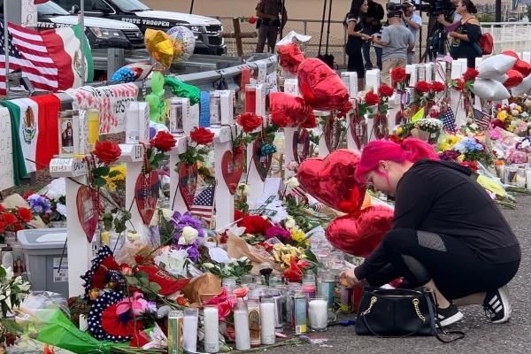 En la edición de este domingo, el periódico The Washington Post publicó en en una sección los nombres de las mil 196 víctimas muertas desde el primer tiroteo masivo en Estados Unidos. Foto: Cuartoscuro