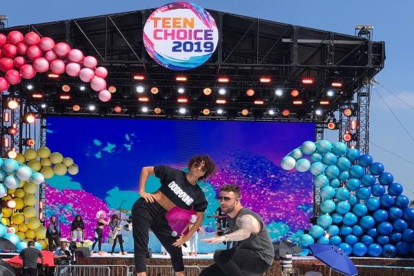 Esta noche inician las premios #TeenChoiceAwards 2019 desde Hermosa Beach, California, bajo la conducción de Lucy Hale y Dabid Dobrick. Foto: Twitter