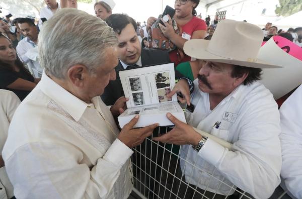 El presidente se dijo contento por el desempeño de la delegación mexicana en los Juegos Panamericanos de Lima, Perú. Foto Cuartoscuro