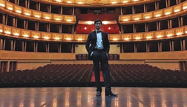 BAILARÍN. Braulio tiene tres años viviendo en México. Foto: Especial