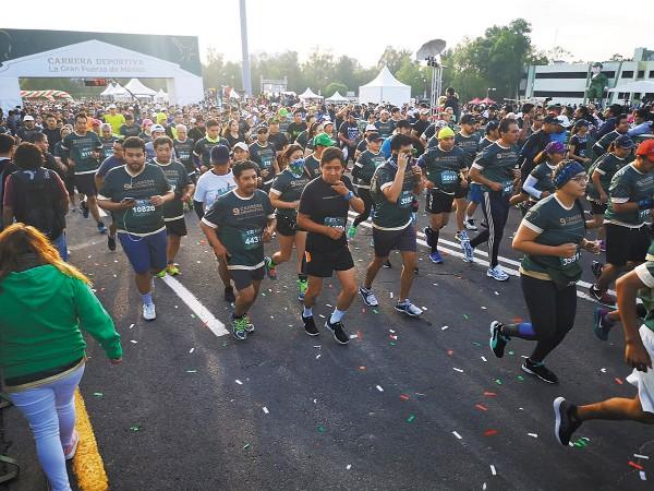 EJERCICIO. Desde el arranque, los competidores mostraban el ímpetu por correr. Foto: Especial