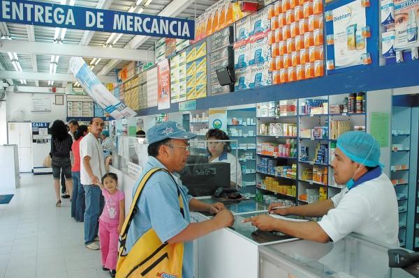 CAMBIOS. En los establecimientos ya no se venden sólo medicamentos. Foto: Cuartoscuro