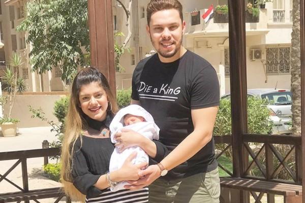 youtubers maltratan a su bebe