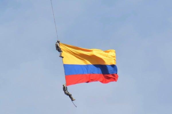 Soldados caen y mueren de helicóptero en Colombia