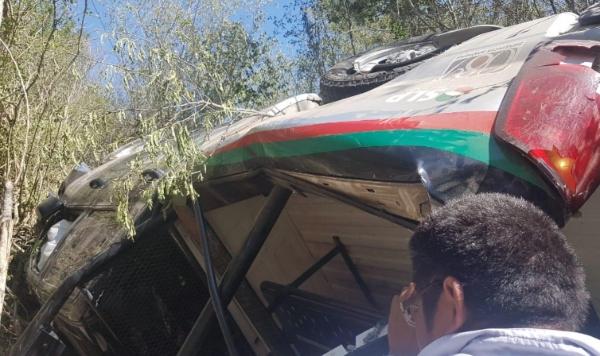 De acuerdo a información de la dependencia los siete agentes quedaron con heridas de consideración. Foto Pepe Alemán