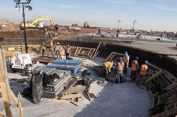ACUERDO. El contrato de la losa de cimentación era por 2 mil 614 mdp y sólo se pagaron 290 mdp. Foto:  Everardo Martínez