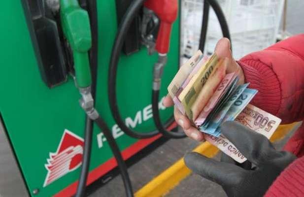 Los más bajos para gasolinas es 17.90 pesos por litro, mientras que  19.40 pesos por litro para diésel. Foto: Especial.