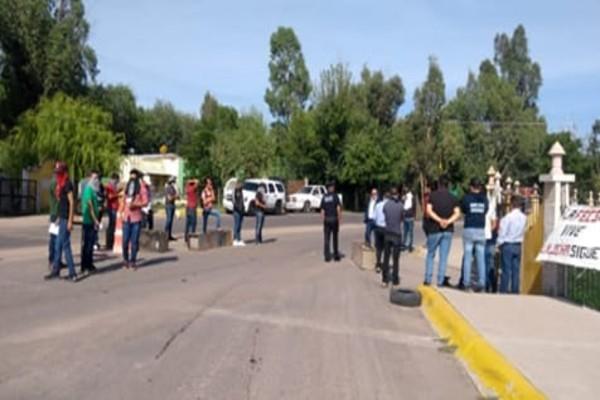 Manifestantes en Durango exigen contrataciones