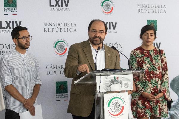 Emilio Álvarez Icaza en rueda de prensa
