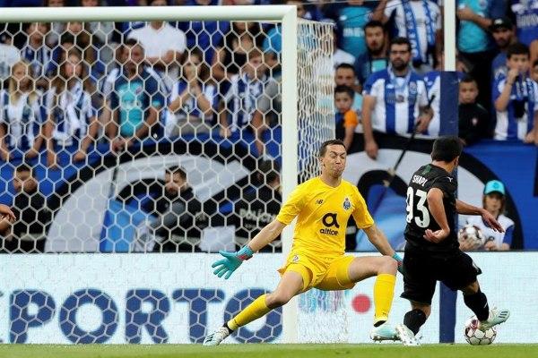 Quedaron 2-3 en el Estadio Do Dragao. Foto: EFE.