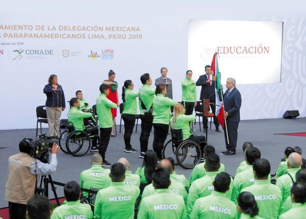El Primer mandatario prometió a toda la delegación parapanamericana 20 mil pesos mensuales. Y a los ganadores de metales: oro (40 mil pesos), plata (35 mil) y bronce (25 mil) más. Foto: EFE.