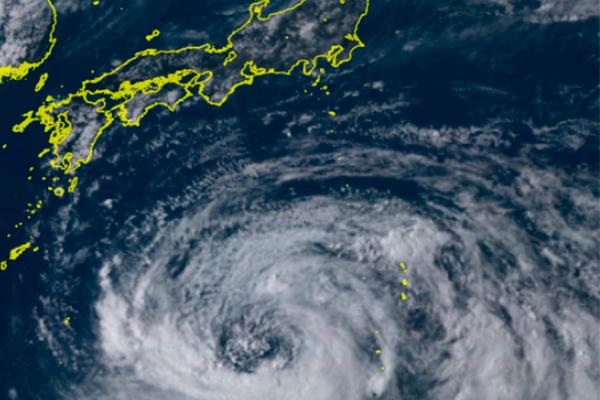 Ciclón_Japón_suspende_vuelos_limita_transporte_ferroviario