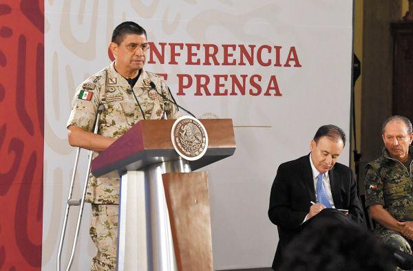CRISIS. Luis Cresencio Sandoval informó también que 200 mil armas entran ilegalmente a México. Foto: Pablo Salazar Solís.